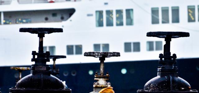 I nodi, il pettine e il porto
